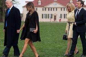 Модная битва первых леди: Бриджит Макрон и Мелания Трамп появились на публике в белых нарядах