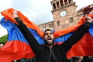 """Почему """"майдан"""" в Армении победил: дипломат назвал три причины"""