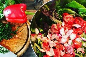 Весенний салат из редиса: рецепт с помидорами, перцем и зеленью