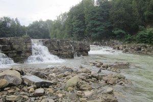 Трагедия на Прикарпатье: десятилетний ребенок упал с моста в реку