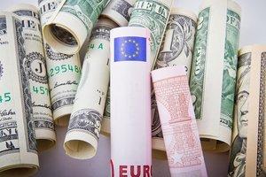 """ЕС и МВФ требуют """"отдать долги"""": сколько должна Украина и будет ли новый кредит"""