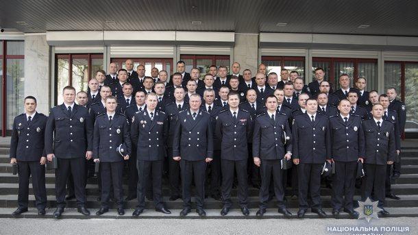 ВНацполиции 65 служащих наградили боевым оружием