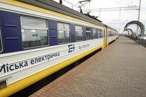 Во Львове пассажиры перекрыли путь электричке