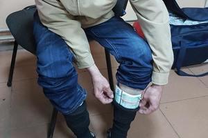 Украинец пытался вывезти в носках 25 тысяч евро в РФ