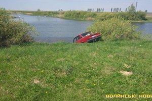 На Волыни мужчина погиб под колесами своего авто