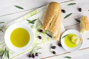 Багет с чесночным маслом: рецепт аппетитной горячей закуски