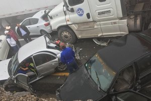 Масштабное ДТП в Мексике: полсотни авто столкнулись из-за тумана