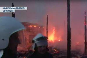 В Львовской области шесть часов тушили масштабный пожар