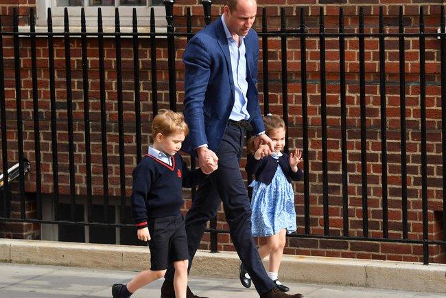 Принц Джордж и принцесса Шарлотта с отцом