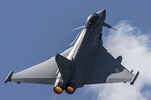 Британские истребители перехватили российский самолет над Черным морем