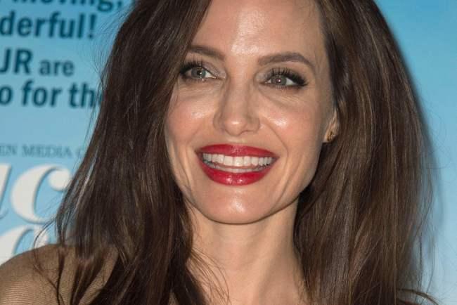 По некоторым данным, Анджелина Джоли влюблена в35-летнего женатого актёра