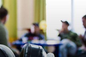 О чем говорят на собраниях бывших наркозависимых: репортаж из реабилитационного центра