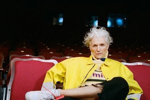70-летняя мама Илона Маска снялась в молодежном образе для издания Hypebae