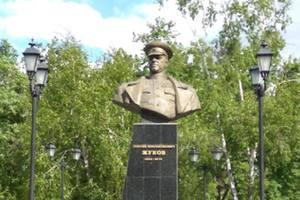В Харькове пытались разрушить памятник Жукову