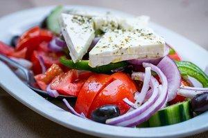 Греческий салат по-деревенски: классический рецепт приготовления