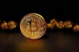 Курс Bitcoin резко снизился, однако аналитики ждут роста стоимости криптовалюты