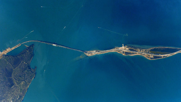 Крымский мост, вид из космоса. Фото: Instagram / anton_astrey