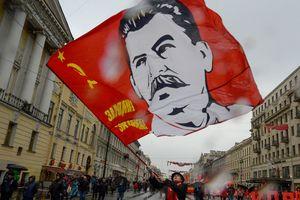 """Культ Сталина в России: историк рассказал о """"дутой"""" популярности диктатора"""