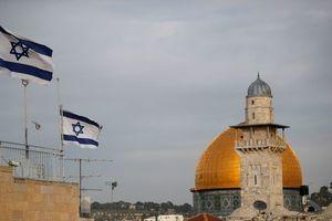 Иран нанес массированный ракетный удар по позициям Израиля