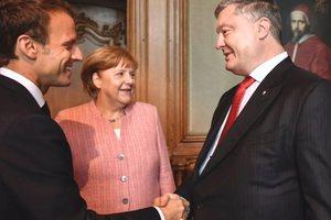 В Германии начались переговоры Порошенко, Меркель и Макрона: появилось видео
