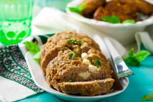 Рецепт дня: рулет из фарша с зеленым луком и фетой