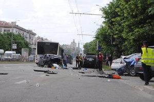 В центре Запорожья в ДТП попали 10 машин и автобус: появились фото и видео