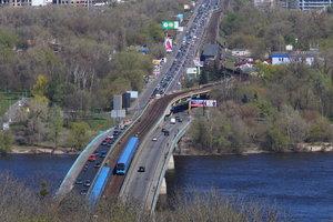 В Киеве ограничат движение по двум мостам