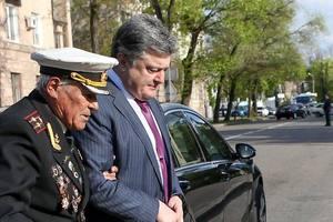 Увидеть победу над российским агрессором: Порошенко душевно поздравил со 100-летием ветерана, чей внук погиб на Донбассе