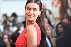 Неприлично откровенно: Ирина Шейк в платье от Versace оказалась в центре внимания