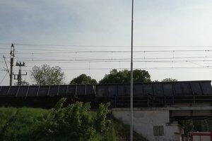 В Польше перевернулся поезд: железнодорожные пути засыпаны углем