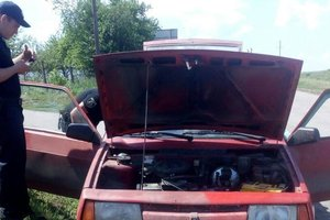 В Киевской области у водителя нашли наркотики в салоне авто