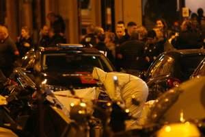 Резня в Париже: Макрон восхищен смелостью полицейских, уничтоживших террориста