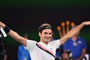 Роджер Федерер, который не играет с марта, стал первой ракеткой мира