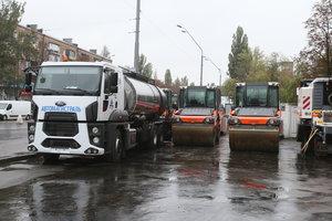 Ремонт дорог в Киеве: где завтра перекроют движение и отменят ночные трамваи