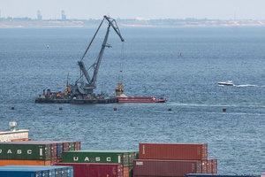 В Одесском порту восстанавливают утонувший волнорез, который стоил государству почти 600 млн гривен