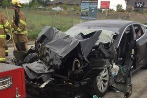 Электрокар Tesla Model S разбился в лепешку об пожарную машину в США