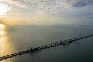 Россия открыла автомобильное движение по Крымскому мосту