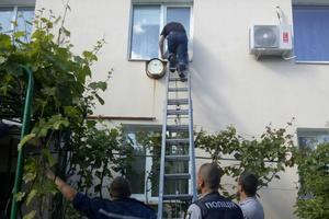 Запорожские спасатели помогли годовалому мальчику, запертому в квартире