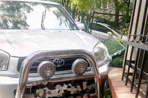 Во Львове женщина потеряла сознание и влетела на Toyota в жилой дом