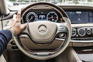 Мужчины на дорогих автомобилях менее привлекательны для женщин: исследование