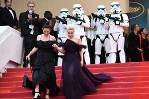 Красная дорожка седьмого дня Каннского кинофестиваля: самые смелые наряды
