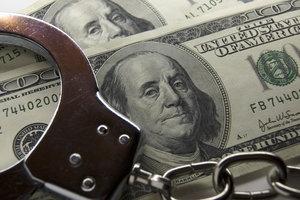 В Киеве чиновника поймали на получении взятки