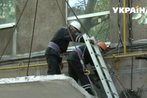 На Донбассе проверяют бетонные козырьки над подъездами домов