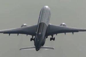 В Китае в пассажирском самолете во время полета вылетело лобовое стекло