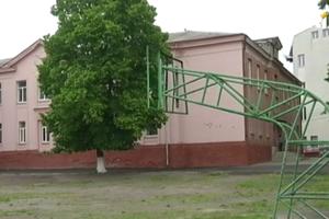 В школьном спортзале Ровно нашли целую россыпь опасных веществ