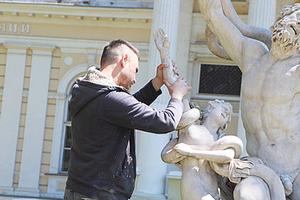 """В Одессе из-за вандалов закрыли доступ к памятнику """"Лаокоон и сыновья"""""""