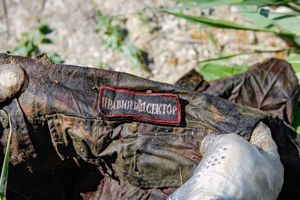 Под Днепром нашли десятки мешков с вещами погибших под Иловайском бойцов АТО