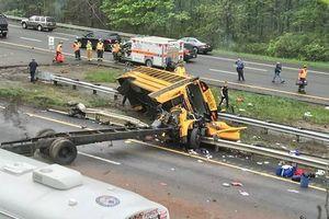 В США школьный автобус перевернулся на крышу: есть жертвы