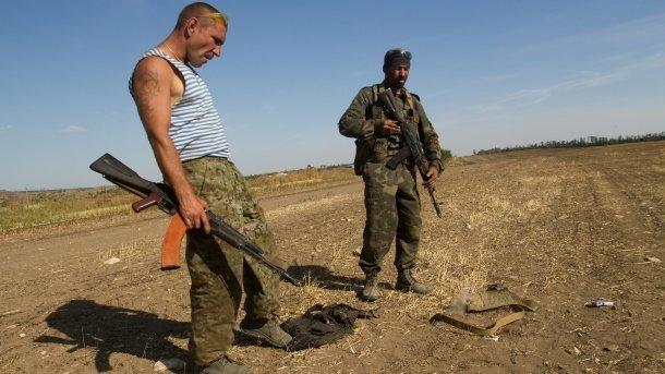 На Донбассе полицейским сдался