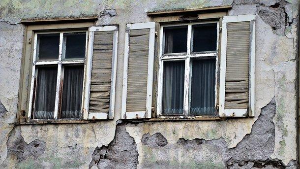 В Одессе отвалившийся от фасада здания камень проломил голову 16-летней девочке
